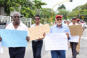 Recount our votes! Former president Donald Ramotar and other PPP/C members and supporters protesting in front of GECOM's head office on Thursday.