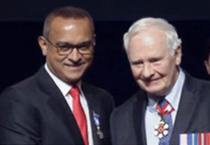 Dr. Narendra Singh (left) receiving congratulations from Governor General David Johnston following the Meritorious Service Decoration presentation (CNW Group/Humber River Hospital)